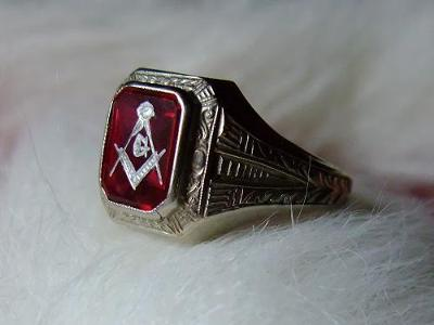 Ostby Barton Masonic Ring-side view